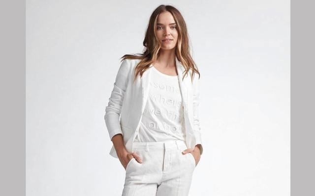 الصورة: الأبيض يكسو الموضة النسائية في صيف 2020
