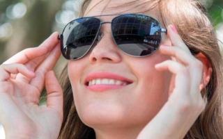 الصورة: مواصفات النظارة الشمسية السليمة