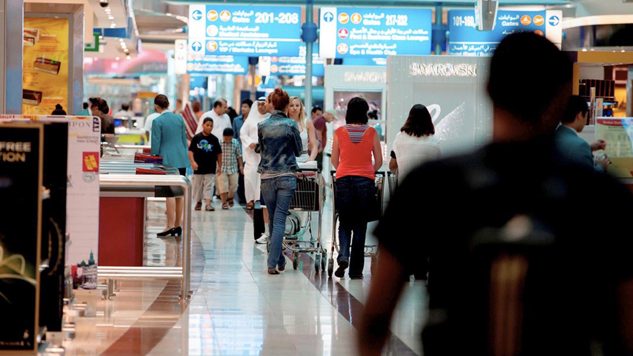 المسافرون يشعرون بالقلق من الحجر الصحي بما يعادل قلقهم من الإصابة بالفيروس.  أرشيفية