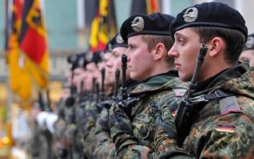 الصورة: الجيش الألماني يسرح وحدة من قوات النخبة بسبب تحية هتلر