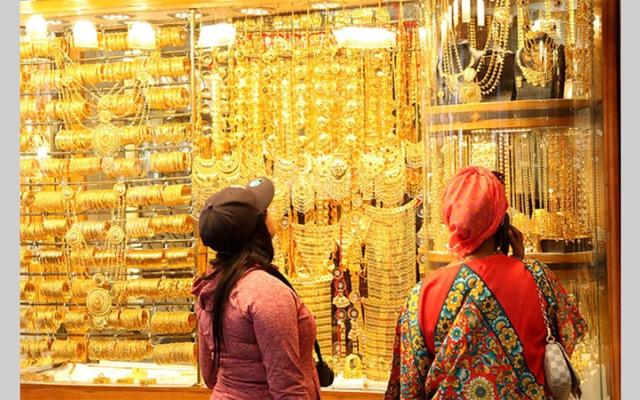 الصورة: تجار ذهب يتوقعون تحسناً تدريجياً في المبيعات مع عودة مرتقبة للسيّاح