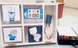 الصورة: 4 طالبات يبتكرن جهازاً لتلبية احتياجات المرضى