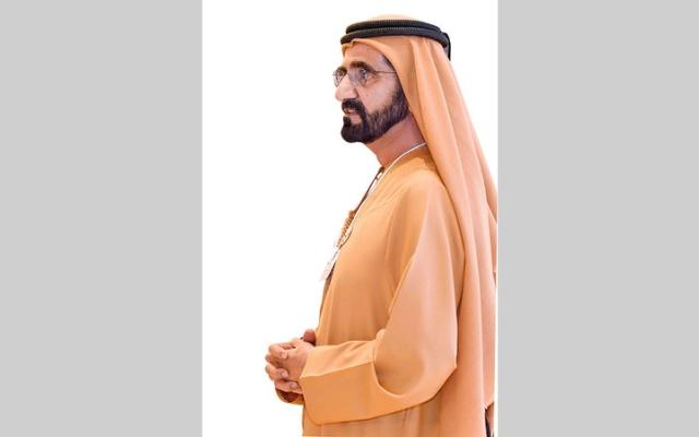 الصورة: بالفيديو.. محمد بن راشد يفاجئ مواطنين تزوجوا بتكاليف بسيطة بتهنئة شخصية
