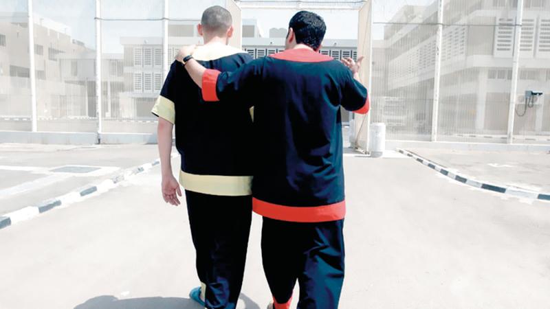 هناك عدد كبير من السجناء محكوم عليهم بالإبعاد ولا يستطيعون العودة إلى أوطانهم. من المصدر
