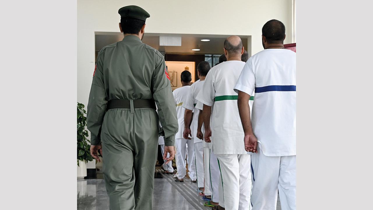 الأيادي البيضاء في المجتمع الإماراتي تخفف معاناة المحتاجين. أرشيفية