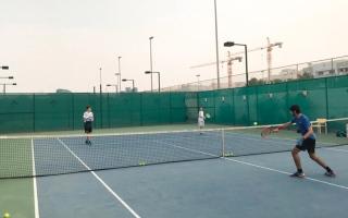 الصورة: لاعبو التنس يستأنفون التدريبات
