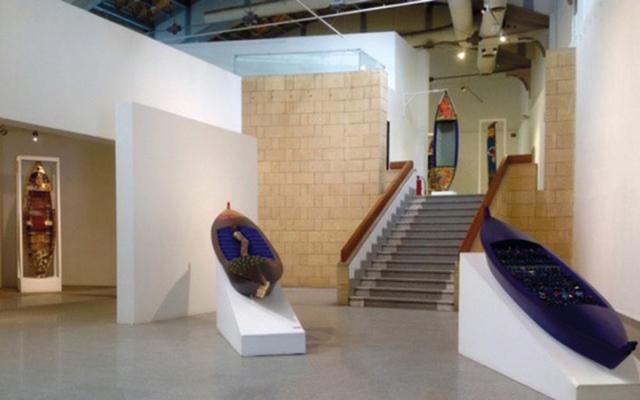 الصورة: 3 تجارب تشكيلية تلتقي في «محطة فنية» عن بُعد بدبي