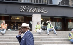 الصورة: «بروكس براذرز» صانعة بزات الرؤساء الأميركيين تفلس