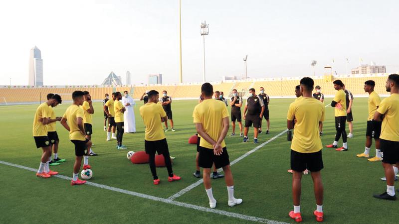 المدرب ريجيكامب قاد التدريب الأول للوصل بمشاركة 26 لاعباً. من المصدر