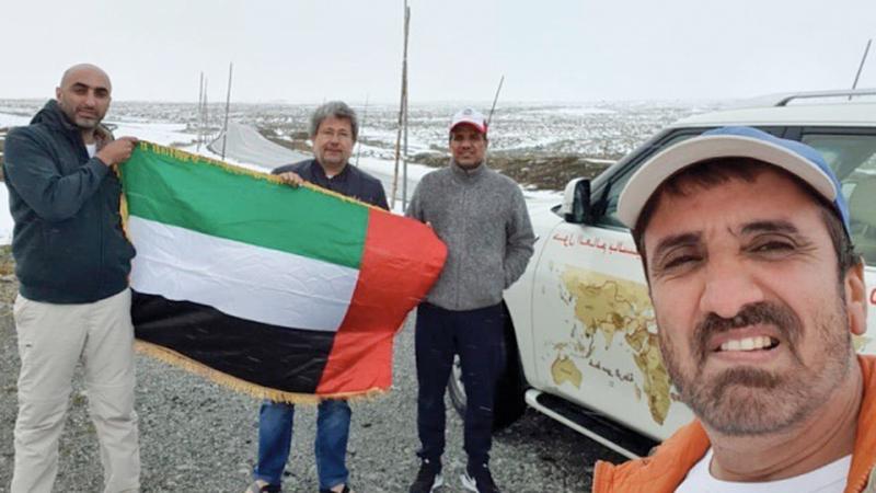 رحالة الإمارات رفعوا علم الدولة في دول كثيرة حول العالم. ■أرشيفية
