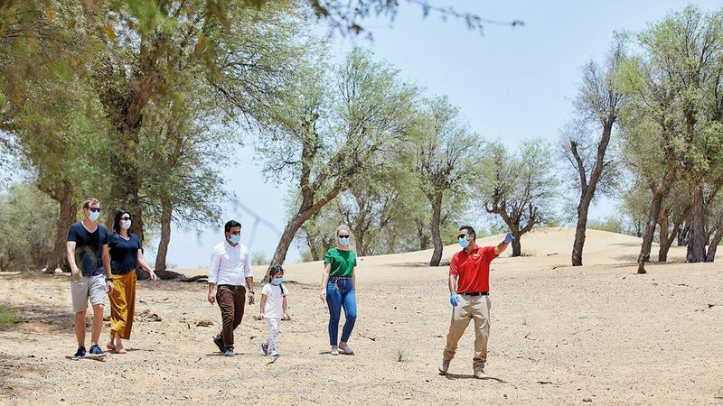 رحلة السفاري الصباحية تتضمن جولة مشياً على الأقدام.  من المصدر