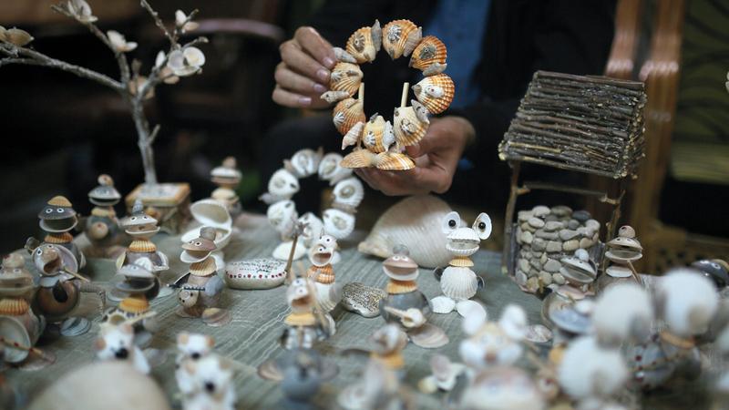 مجسمات فنية متعددة الأشكال والأنواع والأحجام.  الإمارات اليوم
