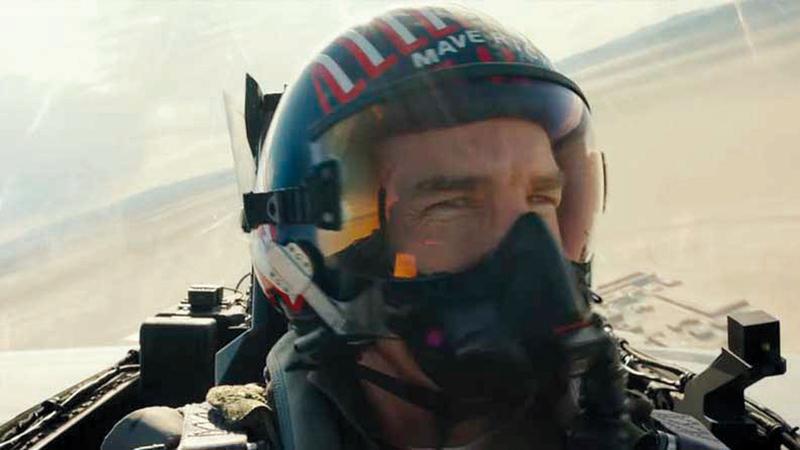خوذة الطيران الحربي التي استخدمها توم كروز في فيلم «توب غن» ستعرض مقابل 70 ألف دولار.  أرشيفية