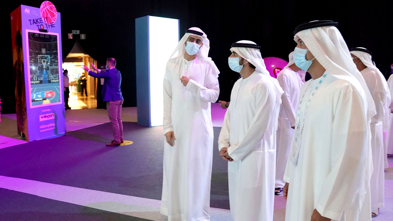 حمدان بن محمد خلال فعاليات الدورة الثانية لمؤتمر عالم الذكاء الاصطناعي.  من المصدر