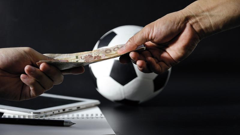 الأندية مطالبة بترشيد الإنفاق وإعادة النظر في طريقة الصرف المالي.  الإمارات اليوم