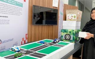 الصورة: طالبتان تبتكران جهازاً لمساعدة سيارات الطوارئ على الطرق