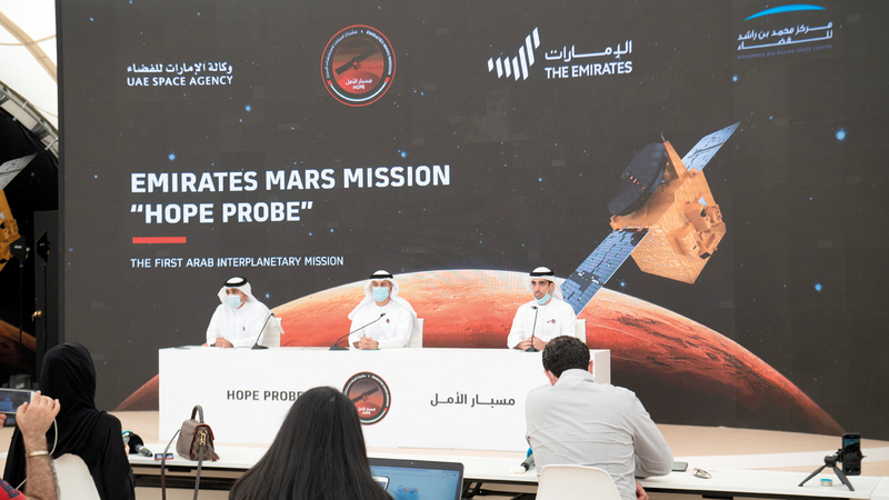 خلال المؤتمر الصحافي الذي نظمه مركز محمد بن راشد للفضاء بمقره.■تصوير: أحمد عرديتي