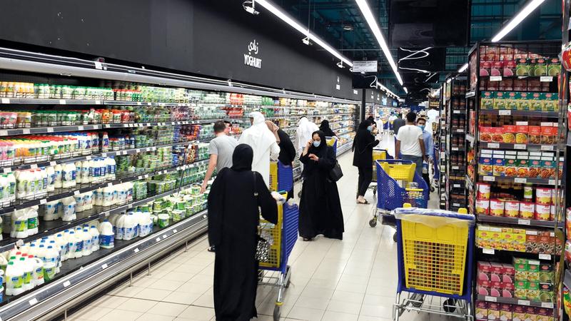 دبي تمكنت من حماية مقومات الأمن الغذائي والاستجابة السريعة للمستجدات التي أحدثتها جائحة «كورونا». ■ تصوير: أحمد عرديتي