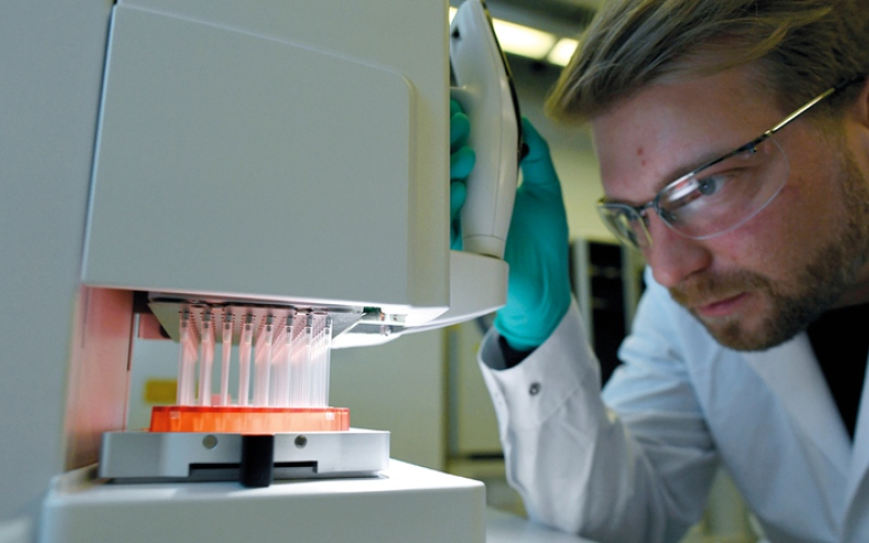 الصورة: بالفيديو.. لقاحان قيد التطوير ضد فيروس كورونا في بريطانيا والصين