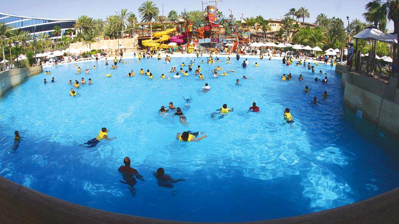بعض العروض تتضمن تذاكر مجانية للدخول إلى الحدائق المائية.   الإمارات اليوم