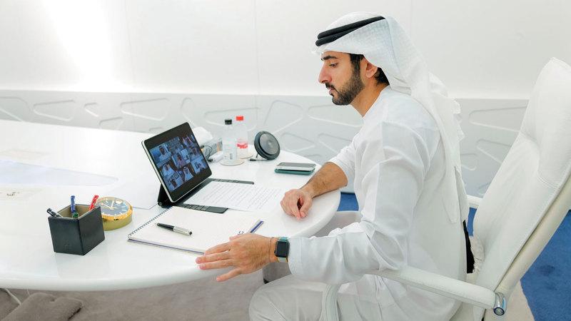 حمدان بن محمد خلال ترؤسه اجتماعاً ضم مسؤولين من مختلف الجهات الحكومية في إمارة دبي.  وام