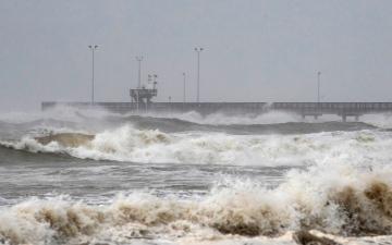 """الصورة: العاصفة """"هانا"""" والإعصار """"دوجلاس"""" يتجهان إلى تكساس وهاواي"""
