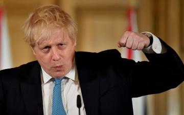 الصورة: جونسون يحارب «كورونا» بخطة واسعة تخفف وزن البريطانيين