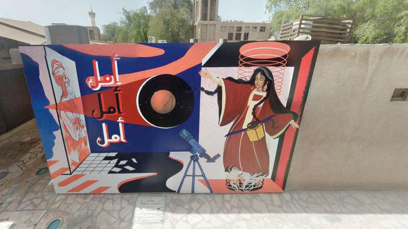 الجدارية في حي الفهيدي التاريخي تمثل جسراً حضارياً بين أصالة الماضي وإنجازات الحاضر وطموح المستقبل.  من المصدر
