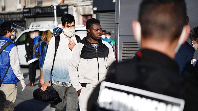 اللاجئون يواجهون أوضاعاً حياتية واقتصادية صعبة في فرنسا.   أ.ف.ب