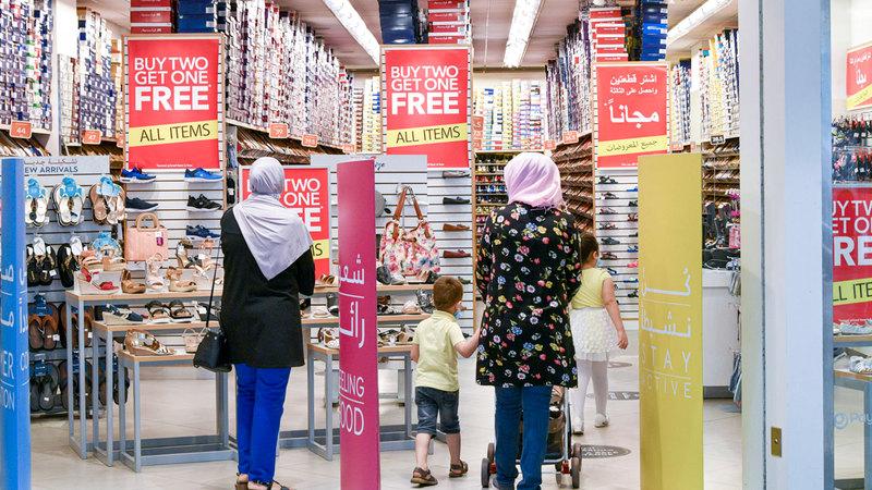 المراكز التجارية شهدت حركة نشطة تُعد الأفضل منذ إعادة فتحها في مايو الماضي.■ تصوير: أشوك فيرما