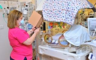 مستشفى الكورنيش يجري فصل للدورة الدموية بين توأم داخل رحم أم كويتية thumbnail