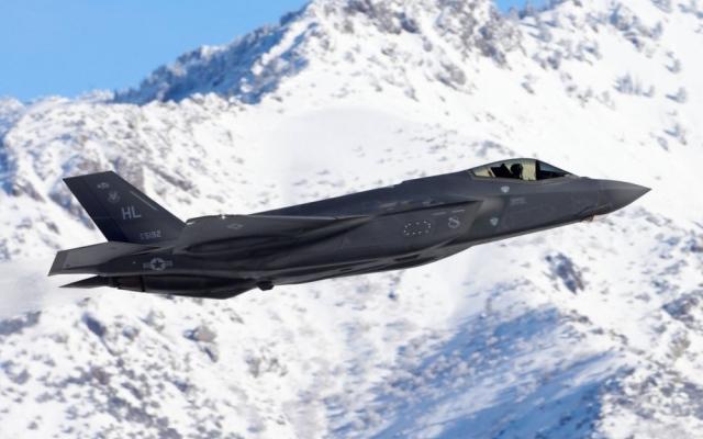 """الصورة: واشنطن ترسل طائرة """"ف-35"""" الى القطب الشمالي لردع روسيا"""