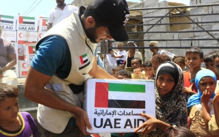 الإمارات تطلق مشروعها الخيري السنوي لتوزيع كسوة العيد ومعونات غذائية بالساحل الغربي اليمني thumbnail