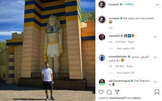 """الصورة: محمد صلاح يتغزل بمصر من إنجلترا.. ومشجعون: """"الفرعون بيتصور مع فرعون"""""""