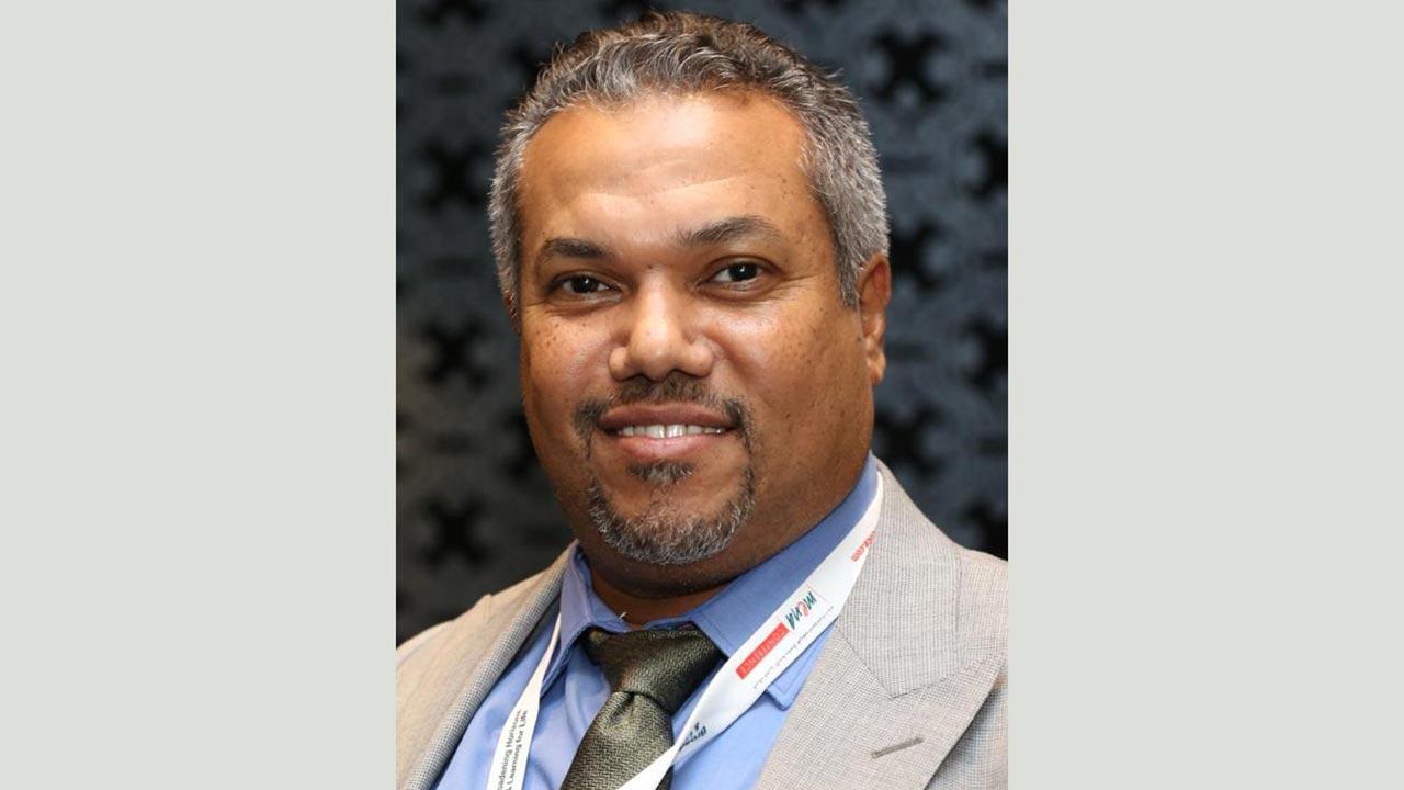 الدكتور خالد عثمان: «استخدام كريمات ومستحضرات تجميل من دون الرجوع إلى الطبيب ينتج عنه كثير من الأضرار الجانبية».