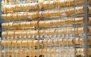 الصورة: عودة الرحلات و«التنزيلات» وراء تعافي مبيعات الذهب في دبي