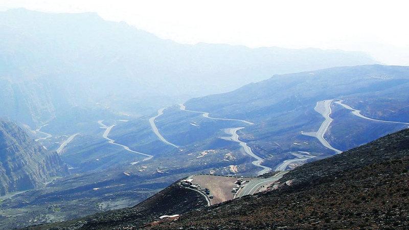 تزايد إقبال زوار جبل جيس على مدار العام يدفع إلى الاستمرار في تطوير الخدمات المقدمة.  الإمارات اليوم