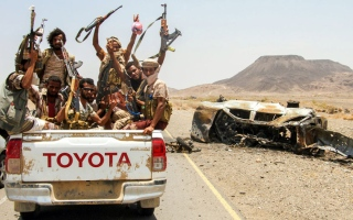 الصورة: الجيش اليمني والتحالف يدمران مواقع وتعزيزات حوثية في صعدة