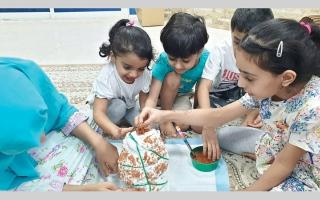 إجراءات «كورونا» تجمع 3 أجيال في تعلم مهارات جديدة thumbnail