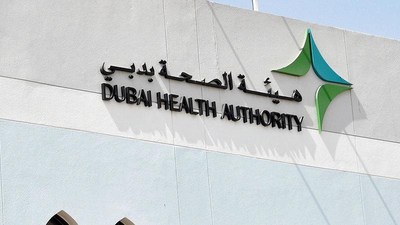 «صحة دبي» أصدرت نشرة «كوفيد-19» وهي مقالات يومية عن الفيروس.  تصوير: أسالمة أبوغانم