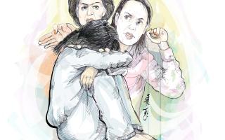 براءة امرأتين من تعذيب طفلة وقص شعرها thumbnail