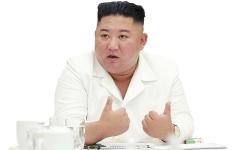 الصورة: الزعيم الكوري الشمالي يحمل حمّامه الخاص في سيارة «مرسيدس» فاخرة