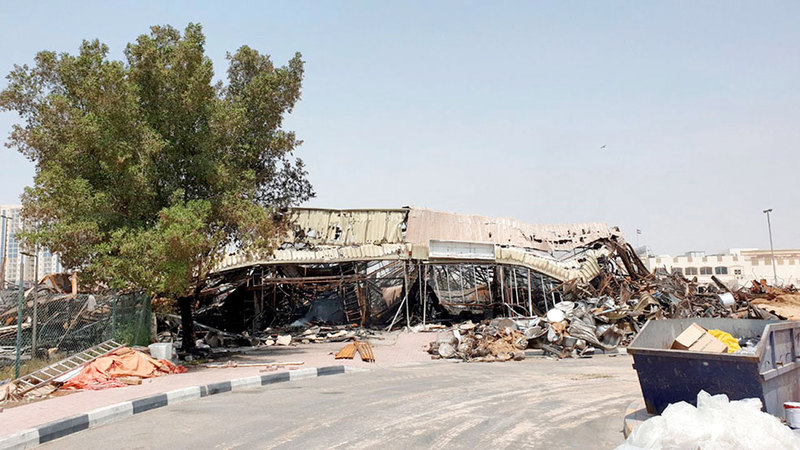 الحريق حوّل السوق إلى كومة من الحطام.   تصوير: أسامة أبوغانم