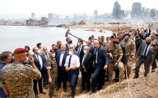 الصورة: ماكرون يحض اللبنانيين على «تغيير النظام» ويطالب بتحقيق دولي