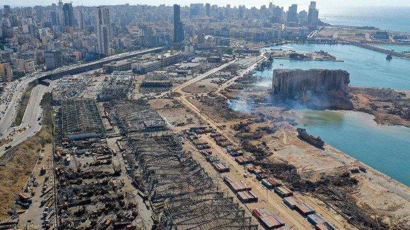 مشهد عام للدمار الذي لحق بمرفأ بيروت.  أ.ف.ب