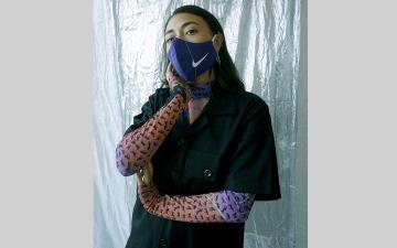 الصورة: كمامات وحقائب وأحذية من قمصان رياضية مستعملة