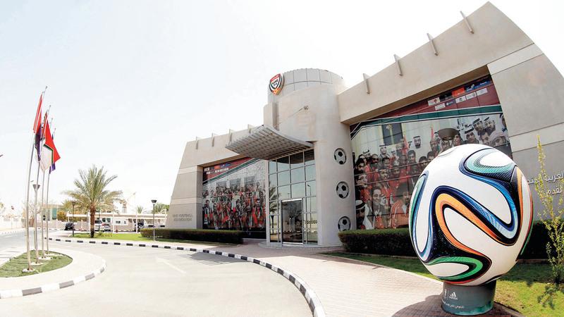 على اتحاد الكرة تطبيق قاعدة اللعب النظيف المطبّقة في أوروبا بين الأندية.  الإمارات اليوم