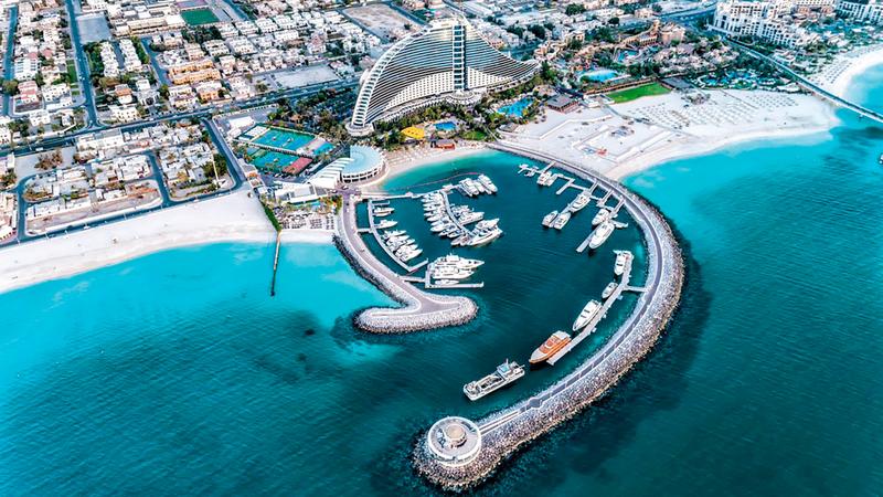 الإجراءات الاحترازية التي اتخذتها دبي عززت ثقة السائح بأنه سيجد فيها المكان الأنسب لقضاء عطلته بأجواء آمنة. من المصدر
