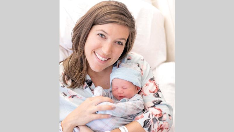الأمهات اتّبعن الإجراءات الصحية في التعامل مع مواليدهن.    أرشيفية