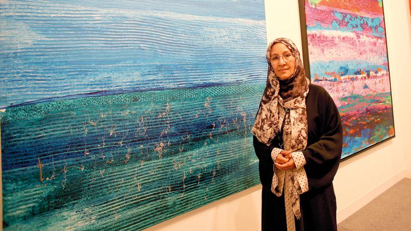 نجاة مكي: الإمارات دولة تؤمن بقيمة الفن التشكيلي وأهميته في الارتقاء بذائقة الإنسان وتنمية الوعي الجمالي.   أرشيفية